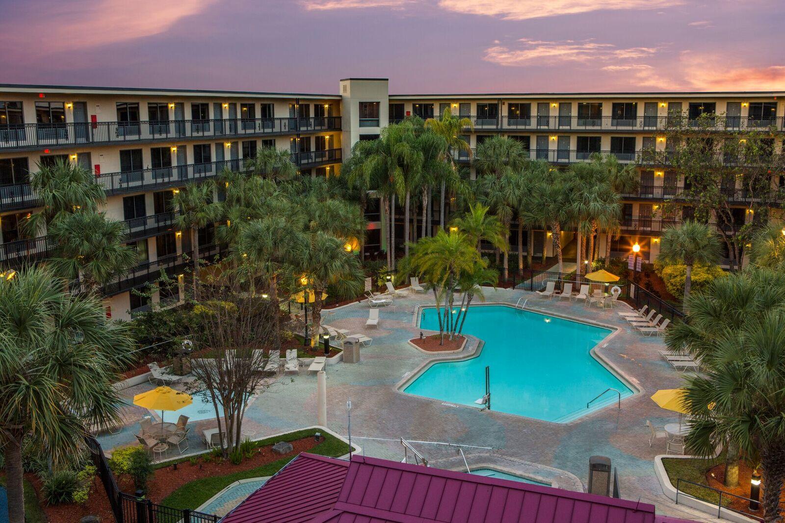 Staybridge Suites Orlando Royale Parc Suites Tropical Pool Area 1